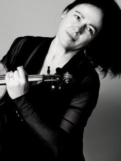 Anne Harvey, Violine